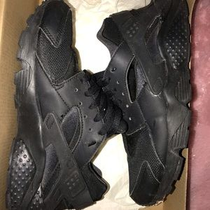 Triple Black Nike Huarache Run - Sz. 7Y (8.5W)